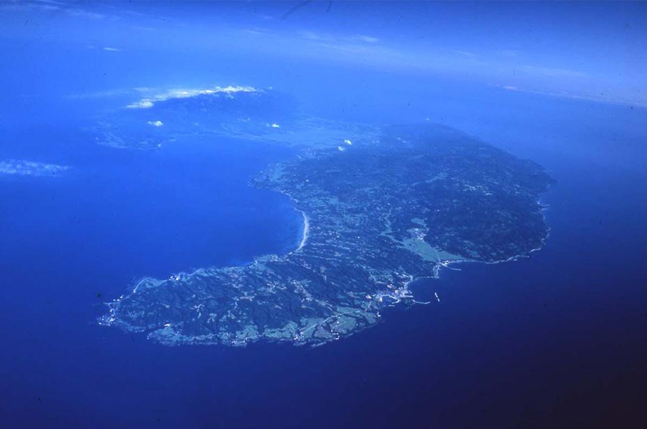 上空から見た佐渡ヶ島